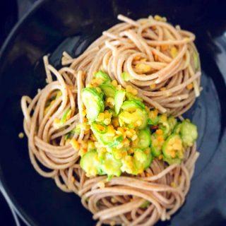 pasta integrale con zucchine e lenticchie rosse