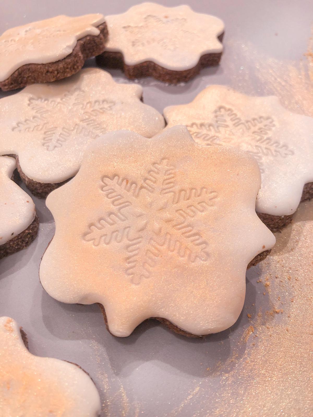 Biscotti di natale senza glutine a cacao